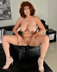 Mature British wife showing off her cunt