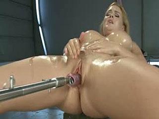 Meaty Pussy Verergerd Door Die Machine Cock