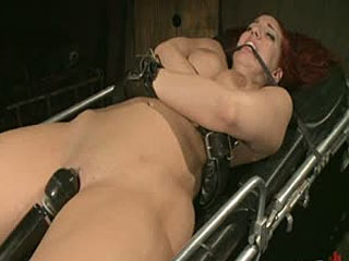 Device Bondage: Kelly Divine: Gespannen, Fucked, Gegeseld, En Spuiten Everywhere, Rosebud Exposed