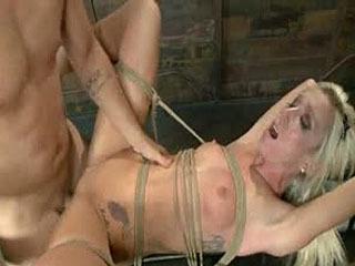 Hot Little Blonde Gets Afgebroken! Ruw En Kinky Seks
