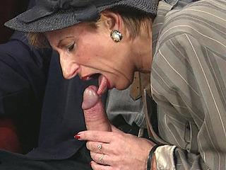 Doggy Porno Met Oude Moeder