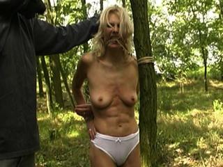 Kwelling Van De Blonde Bimbo